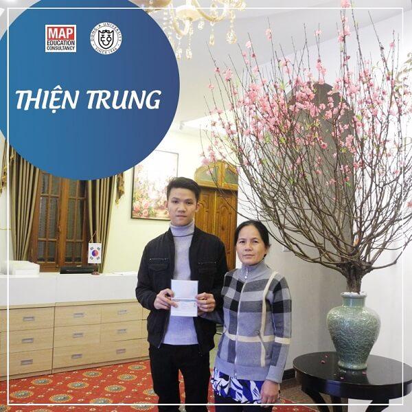 Du học sinh MAP Thiện Trung nhận visa cùng mẹ