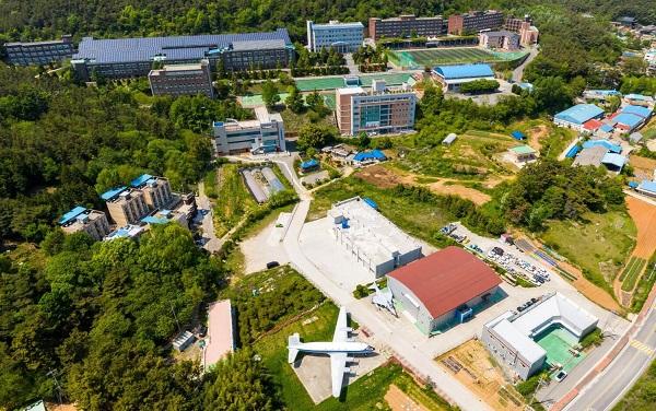 Toàn cảnh trường Đại học Kunjang