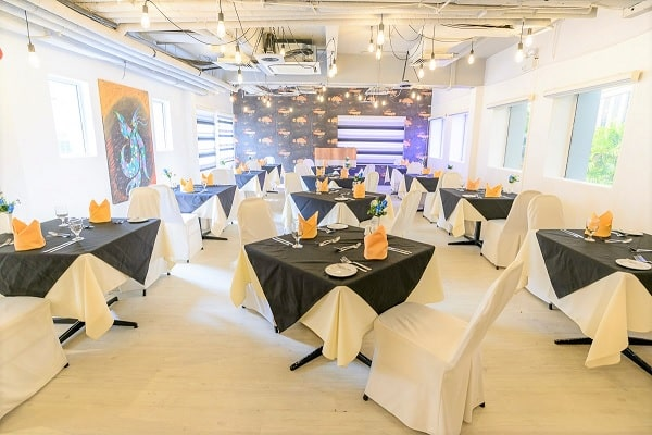 Trường có nhà hàng riêng để sinh viên thực hành