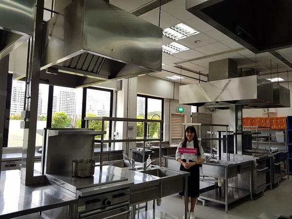 Trường có phòng làm bánh giúp sinh viên được thực hành ngay trong lúc học