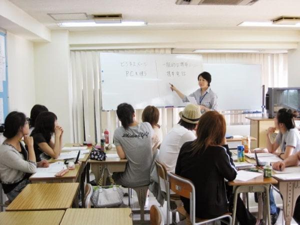 Các trường Nhật ngữ thường tuyển sinh cho kỳ này vì thời gian học tập rất lý tưởng