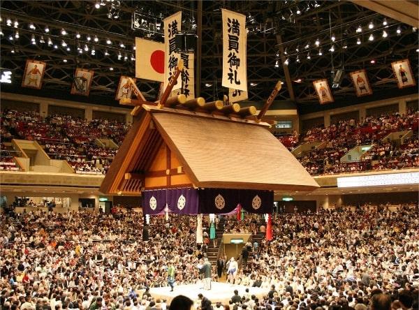 Du học sinh sẽ được xem những trận đấu sumo hấp dẫn ở Ryogoku