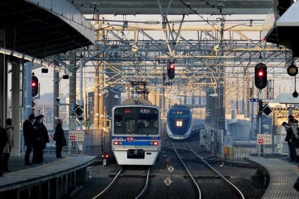 Giao thông công cộng tại thủ đô chủ yếu là xe lửa và tàu điện ngầm