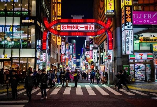 Sinh viên sẽ được tham quan khu Shinjuku - Khu thương mại sầm uất bậc nhất Nhật Bản