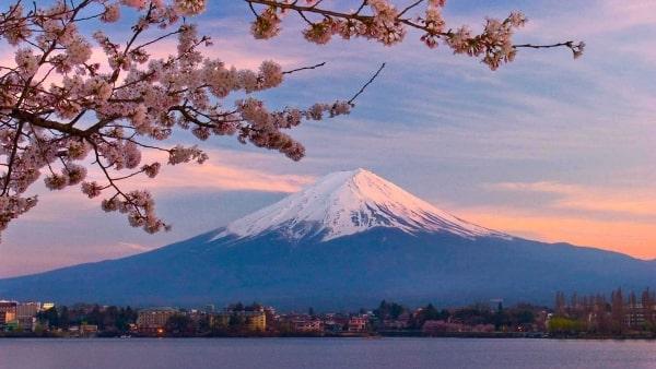 Núi Phú Sĩ - Địa điểm nổi tiếng nhất khi du học ở Tokyo Nhật Bản