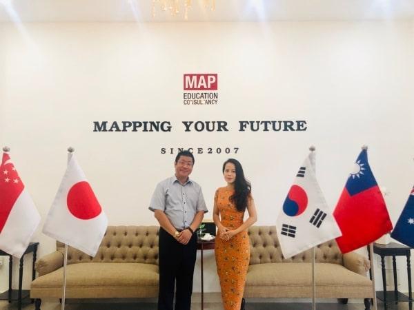Thầy hiệu trưởng trường Nissei Nagoya - Kaneda Hashimune, đến thăm và làm việc với đại diện MAP