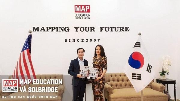 Anh Lâm Lê – Giám đốc tuyển sinh khu vực châu Á của trường Solbridge đến làm việc và trao đổi thông tin tuyển sinh với Du học MAP