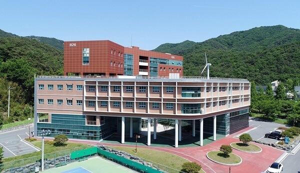 Một trong những học xá chính của trường Mokpo