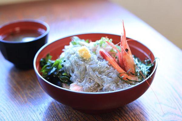 Du học ở Kanagawa, sinh viên nên thử qua món mì ramen cá ngừ Misaki