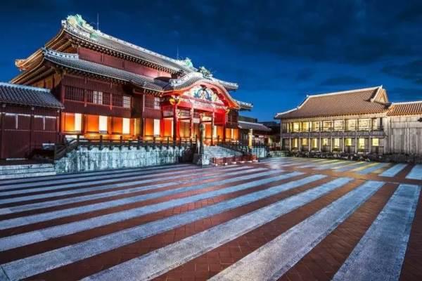 Các bạn đam mê lịch sử - văn hóa có thể tham quan và tìm hiểu về Thành Shuri
