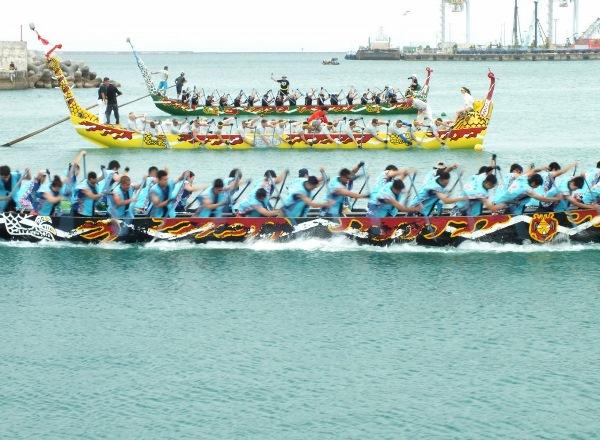 Sinh viên có thể xem lễ hội đua thuyền Hari - lễ hội lớn nhất trong năm tại đây