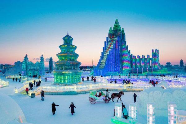 Sinh viên có thể tham dự lễ hội tuyết Sapporo