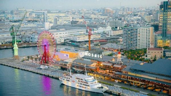 Sinh viên có thể đến cảng Kobe bằng nhiều phương tiện khác nhau