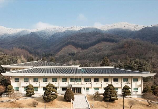 Học xá trường Nghiên cứu Hàn Quốc đẹp nên thơ vào chớm thu