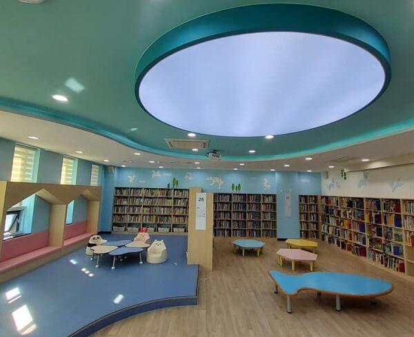 Thư viện hiện đại trong khuôn viên trường