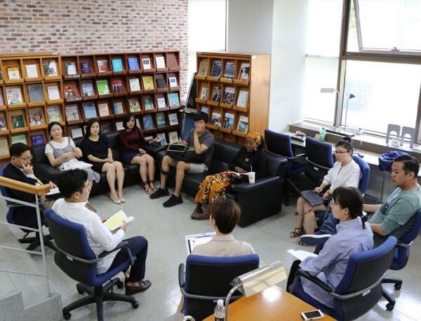 Một lớp học tại Trường Luật Quốc tế Handong Hàn Quốc