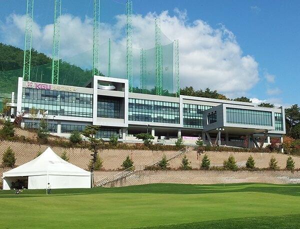 Toà học xá chính của Korea Golf University