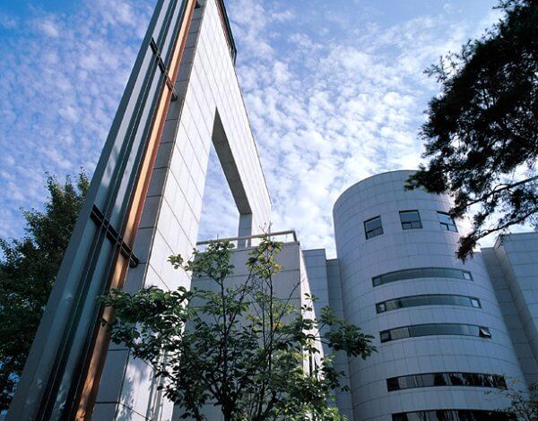 Toà Trung tâm Công nghệ thông tin trong khuôn viên Đại học Dongshin