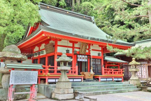 Đền thờ Akama