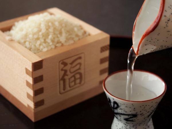 Sinh viên có thể thưởng thức hai loại đặc sản rất nổi tiếng tại đây - gạo và rượu