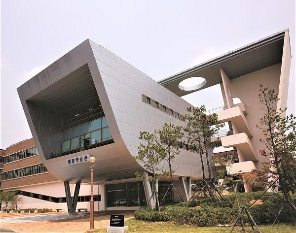Kiến trúc độc đáo tại trường Quốc gia Gyeongsang