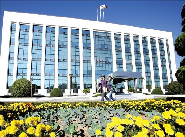 Trụ sở ĐHQG Gyeongsang Hàn Quốc