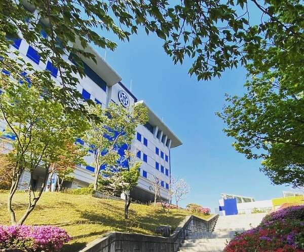 Khuôn viên Gumi University xanh mát vào mùa hạ