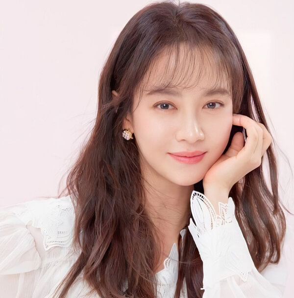 Mợ ngố Song Ji Hyo là sinh viên tiêu biểu của KJ