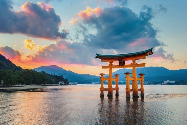 Cổng Torii tại đền Itsukushima