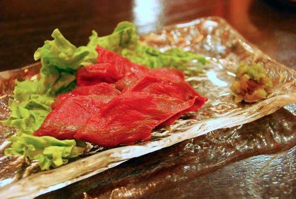 Món sashimi thịt ngựa nổi tiếng - Du học ở Kumamoto
