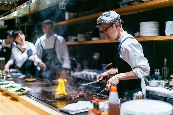 Phong cách ẩm thực độc đáo Teppanyaki - Du học ở Osaka
