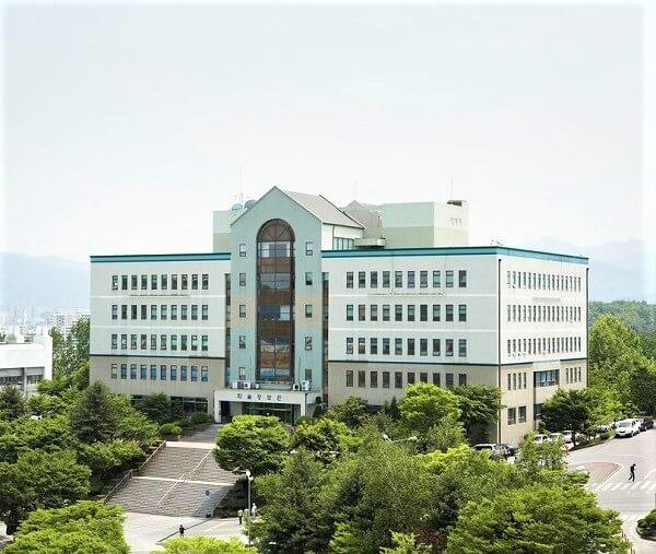 Khuôn viên Sangji University xanh mát vào mùa hạ