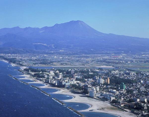 Suối nước nóng Kaike Onsen cùng những doi cát xếp thành hình chiếc bát