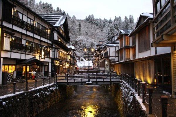 Thị trấn suối nước nóng Ginzan