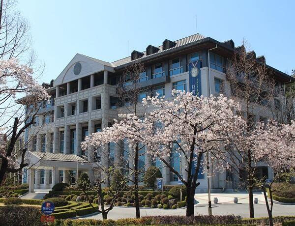 Học xá tại trường Khoa học Andong Hàn Quốc đẹp nên thơ vào mùa xuân