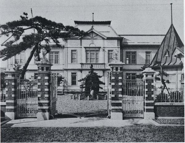 Cao đẳng Y học Niigata vào năm 1922
