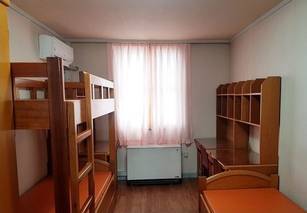 Phòng ở tiêu chuẩn trong ký túc xá Cao đẳng Công giáo Sangji