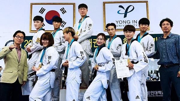 Sinh viên lớp Taekwondo kiểm tra đánh giá định kỳ