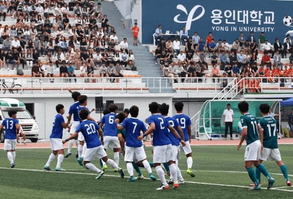 Sinh viên quốc tế tham gia giải đấu bóng đá mùa hè