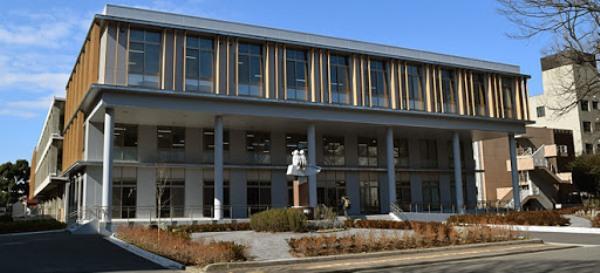 Thư viện trung tâm tại trường