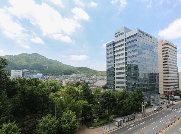 Khuôn viên Yeonsung University xanh mát vào mùa hạ