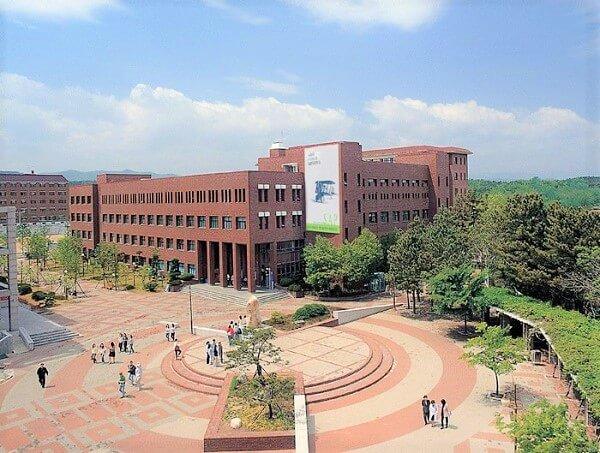 Một tọa học xá tại trường đại học Sunlin Hàn Quốc