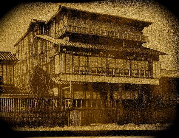 Tiền thân của trường là một học viện tư thục
