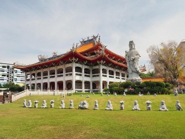 Buddhist College of Singapore tọa lạc trong khuôn viên của Phổ Giác Thiền Tự Quang Minh Sơn