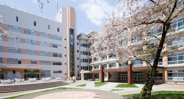 Khuôn viên rộng lớn tại Osaka Seikei University