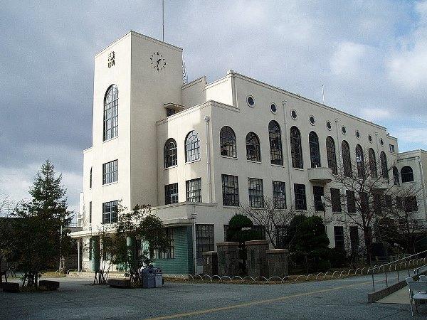 Sảnh đường Tanioka tại Osaka University of Commerce