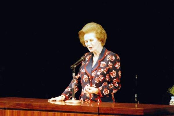 Bà Margaret Thatcher - Cựu Thủ tướng Vương quốc Anh, từng vinh dự được nhận bằng Tiến sĩ danh dự tại trường