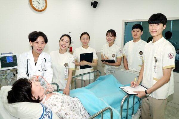 Sinh viên khoa Điều dưỡng.
