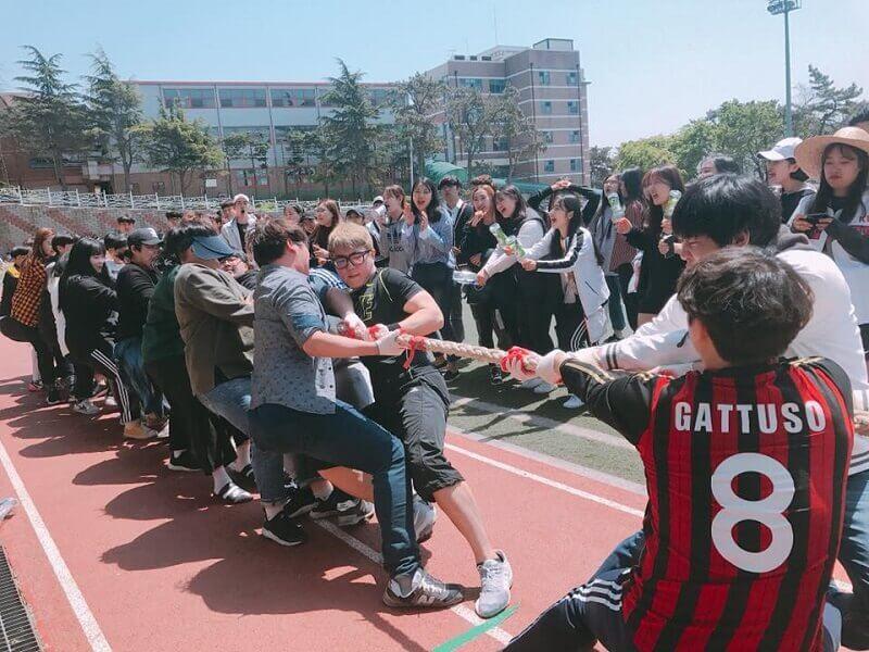 Sinh viên trường Kỹ thuật Mokpo tham gia các hoạt động thể thao