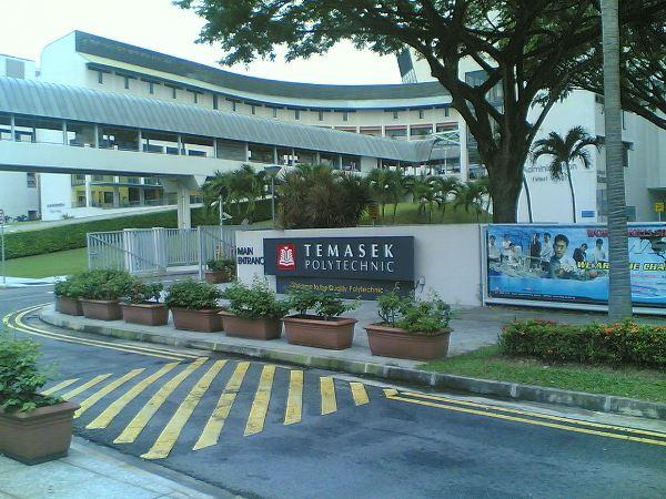 Khu vực cổng chính của trường